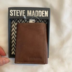 STEVE MADDEN BROWN LEATHER TRIFOLD LEATHER WALLET